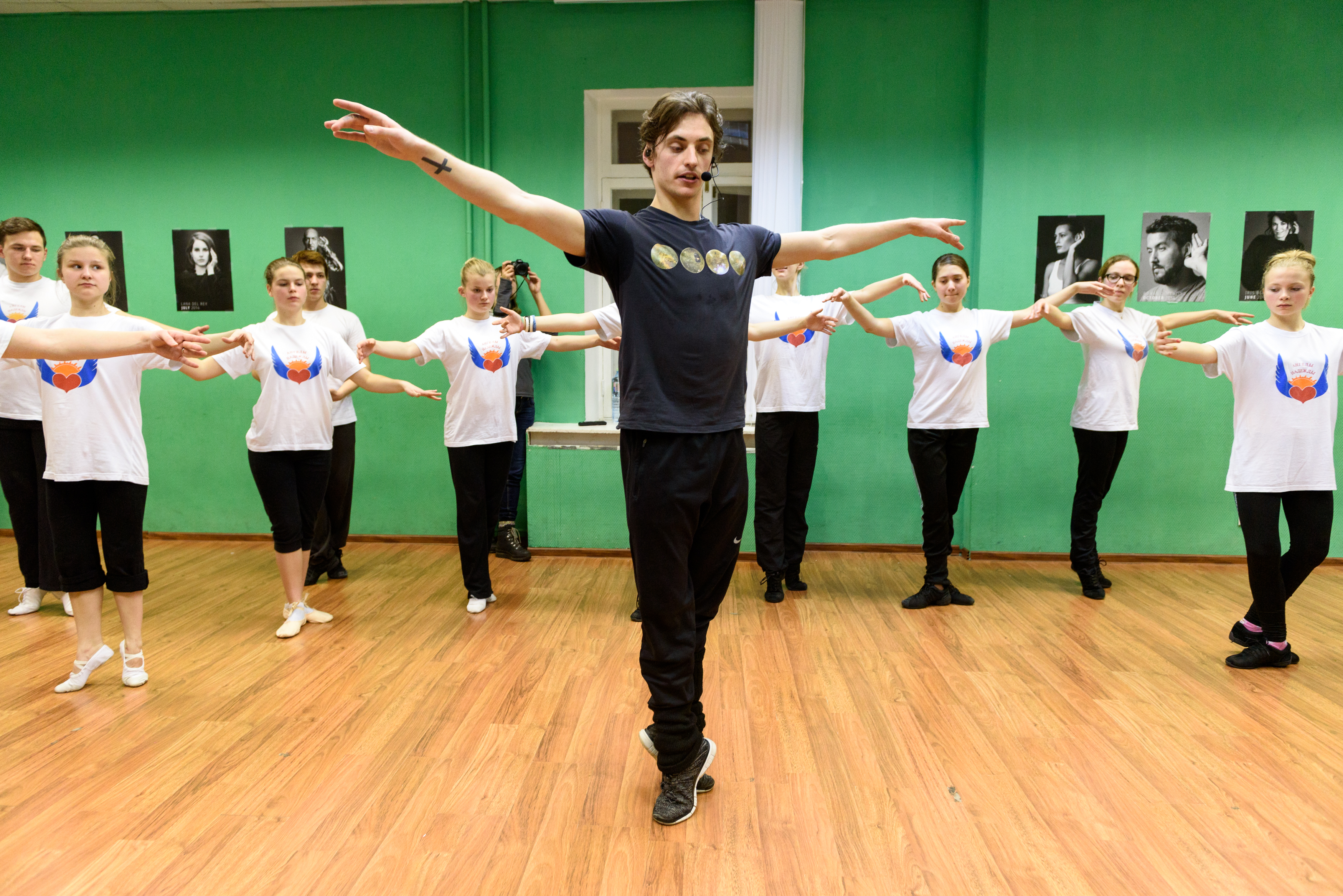 Sergei-Polunin-dances-with-teens-hearing-loss-Hear-the-World-Foundation-01