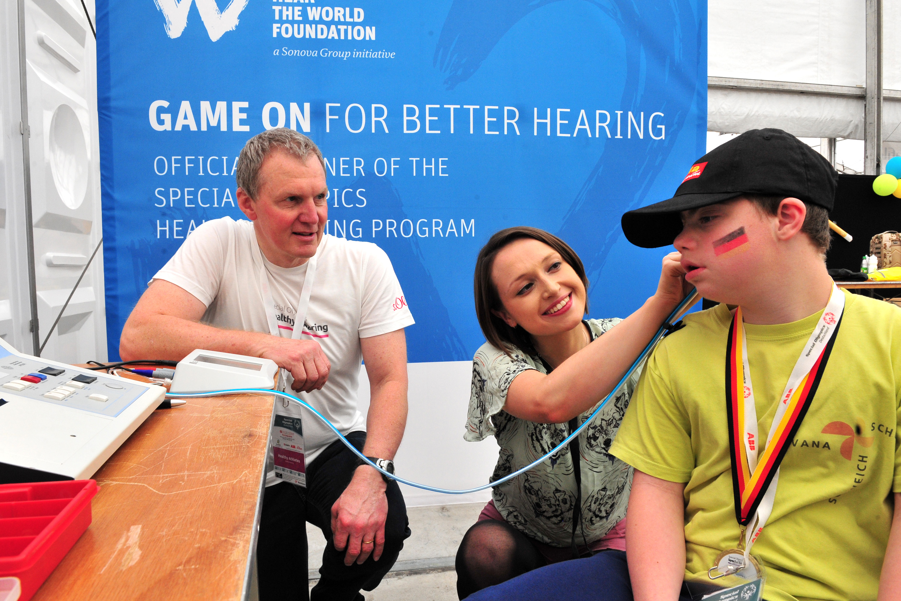 Free-hearing-aids-for-athletes-Hear-the-World-Foundation-03